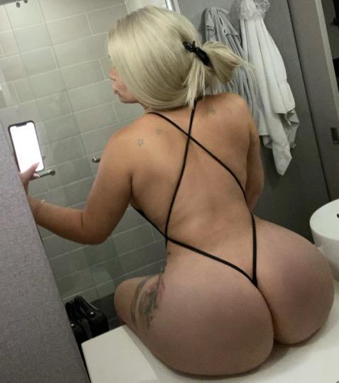 Blonde Bombshell Ts Nikki Babiii Visiting El Segundo