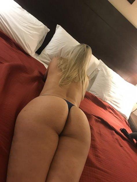 Latina hot, Anal massage